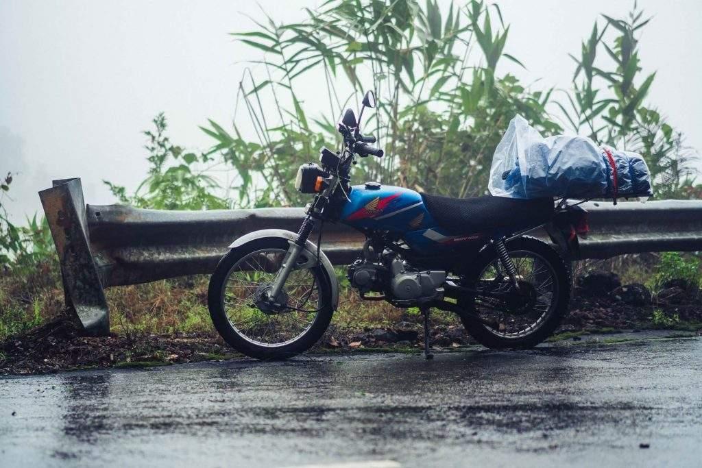 viajar en moto con lluvia